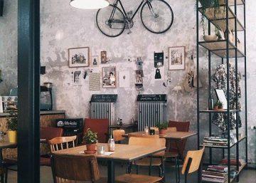 Trang trí tường quán cafe với xe đạp 8